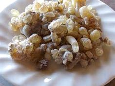 ORGANIC TRADITIONS Frankincense Resin (boswellia serrata) was highly revered and used both internally and externally as a natural chewing gum and a natural solution to the health and hygiene of teeth and gums. Boil 1-2 tablespoons of Frankincense in 6-8 oz. of hot water to make tea or for more healing power grind 1 tsp. in a coffee grinder into a sticky powder and add to warm beverages.