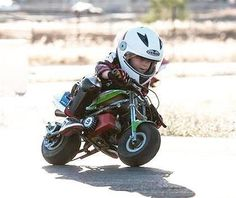 Protecting your kid with a quality helmet when they are riding a motorcycle is a given. Add some style to their gear with our coolest motorcycle helmets for kids! Kids Motorcycle Helmets, Motorcycle Baby, Baby Bike, Motorcycle Quotes, Harley Davidson, Foto Picture, Motos Harley, Cool Motorcycles, Triumph Motorcycles