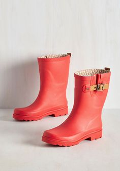 On a rainy morning, will you opt to drive to work? Of course not! You stick to your usual walking route wearing these coral-red rain boots! Rising to a cute calf height and adorned with a light brown, leather buckle strap, this pair allows you to adorably carry on as usual.
