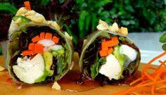 ¿Ya probaste nuestro Spring Roll?  Ésta refrescante y liviana alternativa a los rolls tradicionales de seguro te conquistará.  Pollo y camarón acompañado de lechuga, zanahoria, palta y menta. Todo esto envuelto en papel de arroz, acompañado de nuestra exquisita salsa spring y maní.