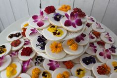 such a nice idea for a cookie favour- round cookie with an edible wild flower on it.
