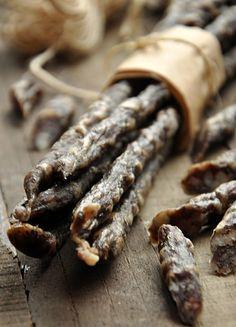 Kiełbasa dojrzewająca à la kabanosy Biltong, Polish Recipes, Polish Food, How To Make Sausage, Kielbasa, Smoking Meat, Canning Recipes, Sausage Recipes, Charcuterie