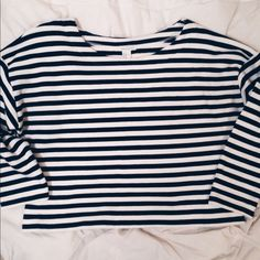 NWOT Forever 21 Stripe Crop Top Super cute black and white cropped sweater. Never been worn! The fabric is thick, which makes it super cozy! Perfect to pair with high waisted jeans or a maroon skirt. It has 3/4 length sleeves. Looking to sell ONLY. NO TRADES. Feel free to ask questions if you have them! ☺️ Forever 21 Sweaters Crew & Scoop Necks
