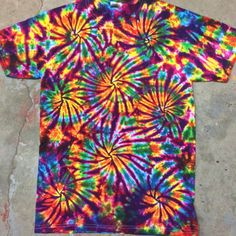 Oct 2019 - Get 53 cool tie dye shirt patterns for free. Tons of photos inside to see which tie dye shirt idea works for you. to tie dye shirts pattern Tye Dye, Fête Tie Dye, Moda Tie Dye, Tie Dye Party, How To Tie Dye, How To Dye Fabric, Cool Tie Dye Shirts, Tie Die Shirts, Cool Ties