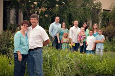 Extended family photo, large family photo, photography