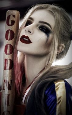 Although all of us have seen a lot of Jokers and Batman in comics, we can easily say that Harley Quinn is the most popular character of Warner Bros. Harley Quinn Et Le Joker, Harley Quinn Drawing, Margot Robbie Harley Quinn, Harley Quinn Cosplay, Harey Quinn, Shotting Photo, Girl Background, Beauty Shots, Urban