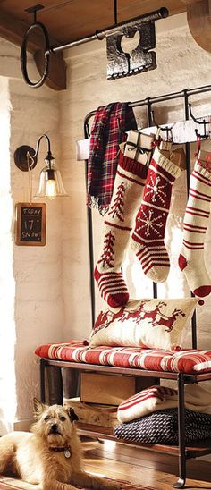 cozy christmas (love the key hanging from ceiling) Decoration Christmas, Noel Christmas, Merry Little Christmas, Country Christmas, Winter Christmas, All Things Christmas, Vintage Christmas, Christmas Stockings, Knit Stockings