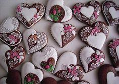 Beautiful biscuits from Hungary! Cookies Cupcake, Galletas Cookies, Cupcakes, Fancy Cookies, Cookie Icing, Valentine Cookies, Vintage Cookies, Iced Cookies, Cute Cookies