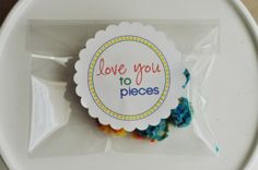 I'm in love with these free printables! This is an awesome site!