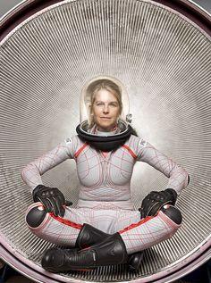 すべてのファッションは変化する。宇宙服もしかりだ。初期の宇宙服から驚くほど複雑な構造へと進化を遂げ、個別に宇宙遊泳できる小さな宇宙船と言えるまでになった。