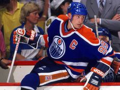 Great Hockey Photos You've Just Seen for the First Time! Wayne Gretzky, Kids Soccer, Edmonton Oilers, Sport Body, Adidas Outfit, National Hockey League, Sport Chic, Hockey Players, Ice Hockey