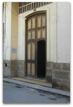 Detalle de la fachada Cuba, Home Decor, Terrace, Windows, Ensuite Bathrooms, Havana, Live, Apartments, Entryway