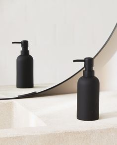 Image of the product BLACK RESIN SOAP DISPENSER