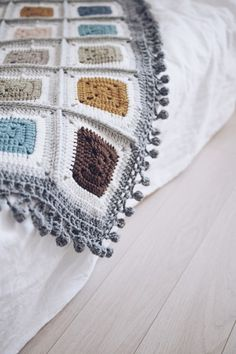 나나스퀘어 블랭킷완성 - 코바늘 블랭킷, 그래니스퀘어블랭킷 : 네이버 블로그 Crochet Blocks, Crochet Patterns, Square Blanket, Diy And Crafts, Projects To Try, Knitting, Lace, Womens Fashion, Handmade