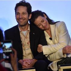 ❤️ Awwh, ain't they just cute - Paul Rudd aka Scott Lang aka Ant-Man with Evengeline Lilly aka Hope Pym aka Wasp Young Avengers, Marvel Avengers, Avengers Cast, Marvel Actors, Marvel Movies, Ant Man Cast, Vespa, Ant Man Poster, Hope Pym