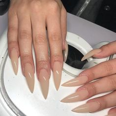 Semi-permanent varnish, false nails, patches: which manicure to choose? - My Nails Dope Nails, Nails On Fleek, Fun Nails, Glitter Nails, Gorgeous Nails, Pretty Nails, Long Stiletto Nails, Acryl Nails, Claw Nails