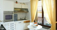 Beautify your kitchen with loveable Modern Kitchen Curtains - http://ipriz.com/beautify-your-kitchen-with-loveable-modern-kitchen-curtains/