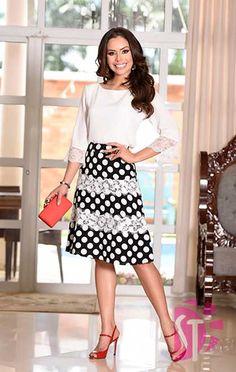 SAIA EVASÊ 03397 - Clássica Moda Evangélica Blouse And Skirt, Dress Skirt, Modest Fashion, Fashion Dresses, Royal Clothing, Swing Skirt, Cute Skirts, Feminine Style, Skirt Outfits