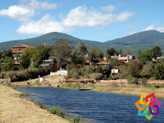RECORRIENDO MICHOACÁN. A 30 minutos de Pátzcuaro a las orillas del lago, se ubica la ciudad de Erongarícuaro, una ciudad multicultural ya que en ella se conjuntan la cultura purépecha y población en general que ha llegado de diversos estados del país. Le invitamos a conocer este multicultural pueblo y a disfrutar una estancia rodeada de hermosos paisajes naturales. HOTEL FLORENCIA REGENCY http://www.florenciaregency.mx/