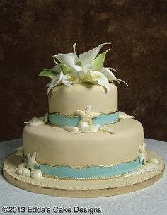 Love the calla lilies on top!!