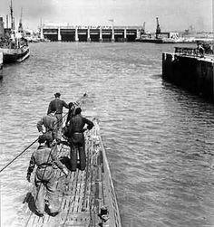 U-132 (Type VIIC) heading to the pens.