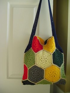 A Granny Square Hexagon bag - too cute!  Pattern says, make 19 hexagons and you got yourself a lovely bag.