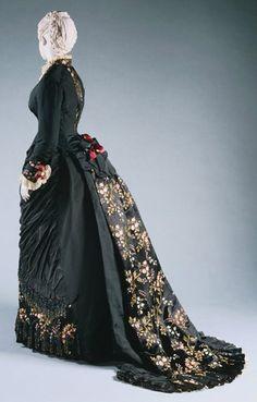 Dress    Charles Fredrick Worth, 1878-1880    The Philadelphia Museum of Art