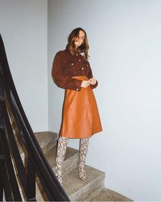 Going-Out Outfits: Leather Skirt If you're looking for a new going-out uniform, check out these stylish options fashion girls love. Fall Fashion Trends, Autumn Fashion, Vintage Outfits, Orange Skirt, Girl Fashion, Womens Fashion, Fashion Usa, Modest Fashion, Fashion Boots