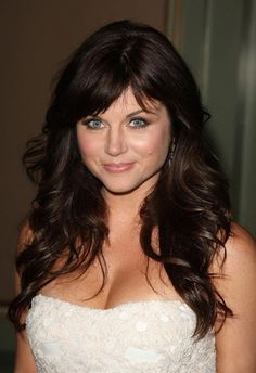 Doctors of Pop Culture: Tiffani Amber Thiessen has welcomed back her Kelly Kapowski hairdo Tiffany Amber, Tiffani Amber Thiessen Hair, Great Hair, Nicki Minaj, Cut And Color, Hair Dos, Cute Hairstyles, Feathered Hairstyles, New Hair