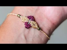 Terrific Free of Charge easy Macrame necklace Style Pulsera de hilos facil y rapida Macrame Jewelry Tutorial, Bracelet Fil, Macrame Bracelet Patterns, Macrame Bracelet Tutorial, Macrame Necklace, Macrame Patterns, Macrame Bracelets, Micro Macrame Tutorial, Macrame Design