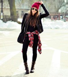 Don the style from the best collection of unique grunge outfits for women and get ready to rule the streets. Grunge Outfits, Mode Outfits, Fashion Outfits, Fashion Fashion, Fashion Black, Pop Punk Fashion, Fashion Ideas, Grunge Boots, Cheap Fashion