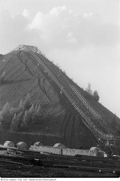 Steenberg van de Oranje Nassau Mijnen, Heerlen (1952-1953) Coal Miners, Loire, Netherlands, Holland, Nassau, Urban, Mountains, Black And White, Places