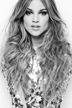 My hair looks like this every day! Now if I could just get my complection to do this I'd be gold lmao! Amanda Seyfried, Cara Delevingne, Beauty Makeup, Hair Makeup, Hair Beauty, Beautiful Models, Beautiful People, Beautiful Women, How To Curl Short Hair