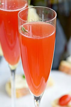 Prosecco cocktail recipes: a Venetian Spritz made with blood orange juice, simple syrup, Aperol and sparkling wine. A perfect spring drink!  #VOVETI #CleverGirls