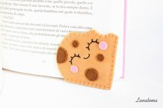 Bitten cookie felt bookmark Who have bitten this sweet biscuit? It's a corner #bookmark very easy to use: just add it at the corner of the page and you're done. Is perfect... #etsy#kawaii #etsyitaliateam