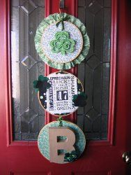 Make a personalized #DIY door hanger for St. Patrick's Day with this easy #tutorial