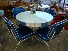 COOL Retro Dinettes are Made in Canada since Sold by Anmarcos Furniture in Courtenay and shipped all over Canada and the USA. The best Retro Furniture ever! Retro Table And Chairs, Retro Kitchen Tables, Retro Dining Rooms, Retro Dining Table, Dining Room Table Chairs, Vintage Table, Vintage Kitchen, Retro Kitchens, 1950s Kitchen