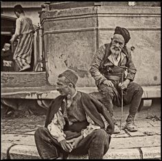 Sarajevo - - Baščaršija - Day labourers at Sebilj Fountain Star Wars, Bosnia And Herzegovina, Vintage Photography, Old Pictures, Mma, Two By Two, Culture, Painting, 1930s