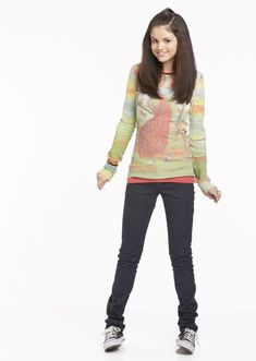 Selena Gomez as Alex Russo in Wizards Of Waverly Place. (Wizards Of Waverly Place photo shoot. Selena Gomez Outfits, Selena Gomez Lips, Selena Gomez Cute, Alex Russo, Wizards Of Waverly Place, Pretty Little Lairs, Marie Gomez, Sporty Outfits, Character Outfits