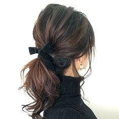 着こなしも髪型も今すぐ真似したいヒントがいっぱい! 今回は4人のヘアスタグラマ―にポニーテールの簡単アレンジを教えてもらいました。…