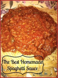 spaghetti recipes A great homemade spaghetti sauce recipe that uses beef, tomato, onions, and peppers. Easy to make and freezes well. Similar to McCormicks seasoning packet. Spaghetti Recipe No Meat, Spaghetti Sauce Easy, Best Homemade Spaghetti Sauce, Homemade Sauce, Vegetarian Spaghetti, Baked Spaghetti, Homemade Pasta, Meat Sauce Recipes, Healthy Recipes