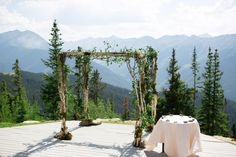 Photography: Robin Proctor Photography - www.robinproctorphotography.com  Read More: http://www.stylemepretty.com/2014/07/28/sophisticated-summer-wedding-at-the-aspen-mountain-deck/