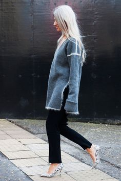 Как правильно носить теплый свитер   Мода   STREETSTYLE   VOGUE
