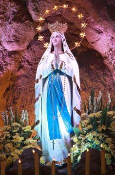 Holy Mother of God, pray for us. Blessed Mother Mary, Blessed Virgin Mary, Pape Jeans, Jesus Drawings, Personal Prayer, Trinidad, Mama Mary, Beautiful Nature Pictures, Mary And Jesus