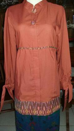 Blouse Batik lengan pita. Bahan   :  Katun Ima mix Batik (tdk luntur) Uk          :  All size (LD maks 104cm) Kwalitas :  Great Quality Foto        :  Barang ASLI bukan mirip/ tiruan.  Info Harga & pemesanan BBM     : 5D3af5e6 WA       :  08170814707  Have a nice shopping