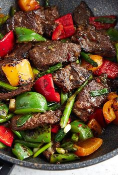 Hunan beef with peppers and asparagus. The classic spicy hunan beef dish made a little healthier with the addition of colorful bell peppers and asparagus. Serve with steamed rice and enjoy one those dishes that will make you forget about Chinese take-out Carne, Healthy Eating Tips, Healthy Recipes, Keto Recipes, Asian Beef, Beef Stir Fry, Asian Recipes, Ethnic Recipes, Asian Cooking
