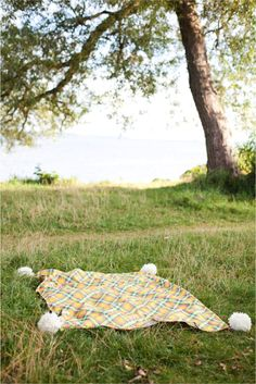 Pom Pom Picnic Throw