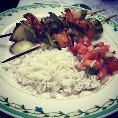 Dica do Puro Bem pra o nosso almoço de terça-feira. Puro Bem tip for our tuesday lunch. #Repost @reliveswell with @repostapp. ・・・ Almocinho vegano para essa terça feira. #vegetais #lunch #almoco #vegano #vegan #vegetarian #vegetariano #new #cozinhando #rice #arroz #yummy #yum #espetinhodelegumes #molho #vinagrete #molhoacampanha #food #foods #foodporn #foodgasm #pornfodo #viverbem #healthy #saude #corpo #churrasco #tip