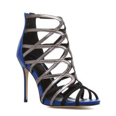 Kengy - ShoeDazzle - Love the fun detailing on these. Gorgeous!