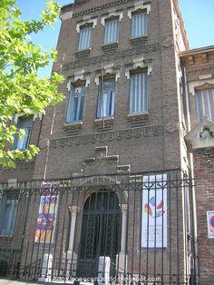 Conocer Madrid: Colegios e iglesias en Chamberí